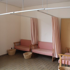 授乳室はカーテン仕切りで3つ