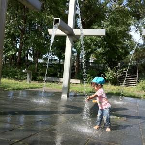 霧の広場 根川緑道 水遊び