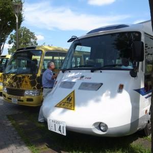 幼稚園バス展示。松中幼稚園は新幹線バス!
