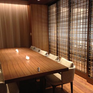 開放的な光がふりそそぐ個室