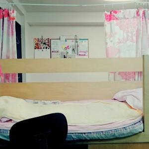 マッサージを受けるベッド。小さいお子さんは一緒に添い寝しながら。