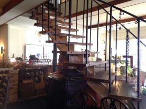 広々とした店内。2階もあります。