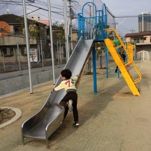 滑り台は鉄板遊具だね★