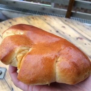 じっくり煮込んだクリームパン(130円)
