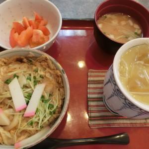 玉子丼 320円 + オレンジジュース 270円