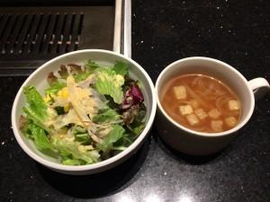 ロインズハンバーグ、和牛鉄板ガーリックライスにつくサラダ・スープ