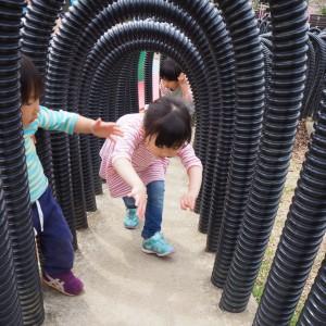 【ボーンケイビング】不規則な高さが続くトンネルをくぐるくぐる!