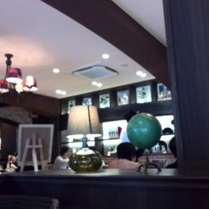 落ち着いた雰囲気の店内。