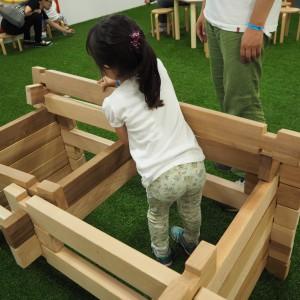 幼児でも軽々持ち上げられる上質材