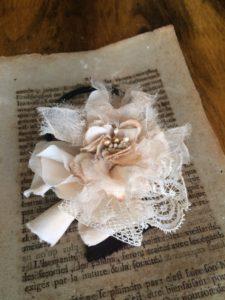ナチュラルカラーの布花コサージュ作り