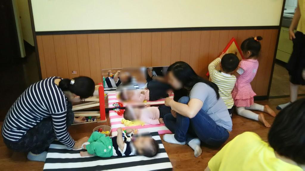 ねんねの赤ちゃんスペースに大人気の鏡!