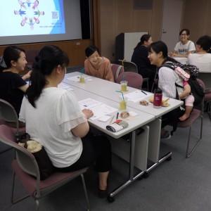 グループワークは、初めましてでも笑顔で話が盛り上がります!